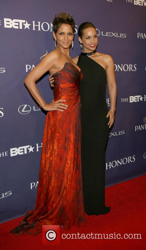 Halle Berry and Alicia Keys 10