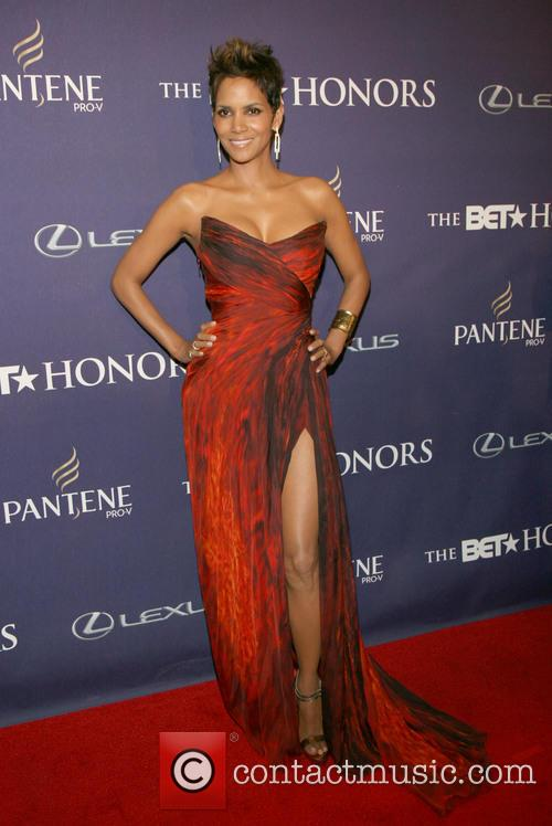 halle berry bet honors 2013 red carpet 20056408