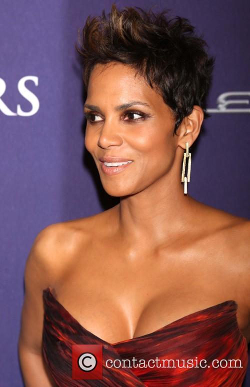halle berry bet honors 2013 red carpet 20056379