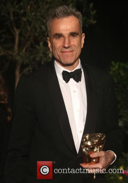 Daniel Day Lewis holdind his Bafta for Best Actor in a Leading Role in Linoln