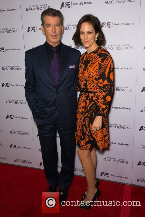 Pierce Brosnan and Annabeth Gish 5