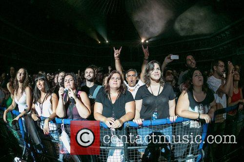Fans and Gavin Rossdale 1