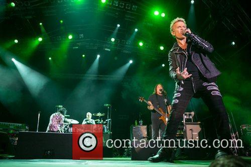 billy idol performing during the 3rd day 3999715