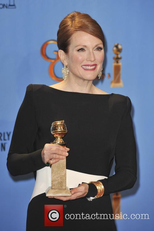 Julianne Moore and Beverly Hilton Hotel 4