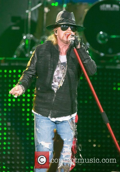 Axl Rose To Front AC/DC For Remaining Tour Dates