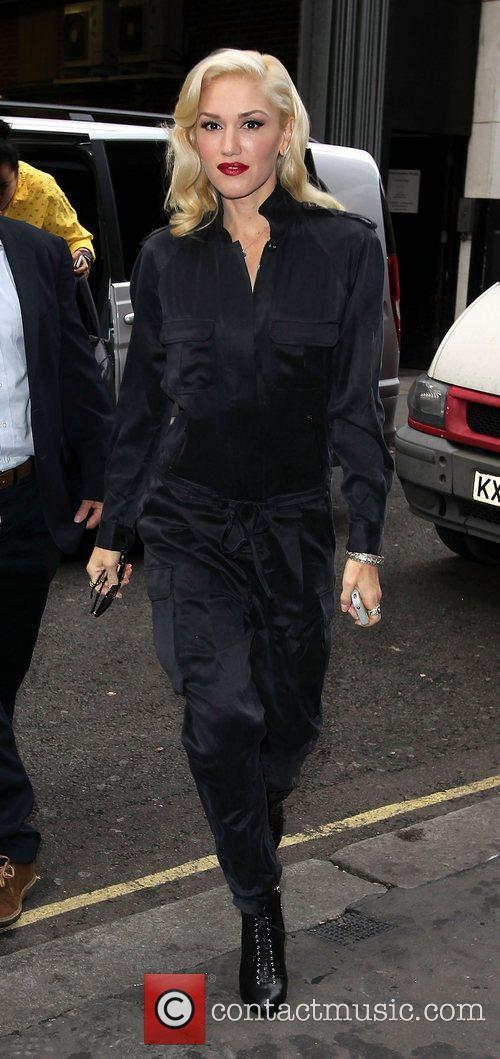 Gwen Stefani arriving at the KISS FM studios...