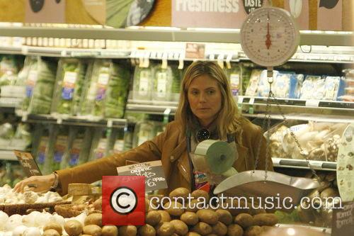 Heidi Klum Heidi Klum shopping for groceries at...