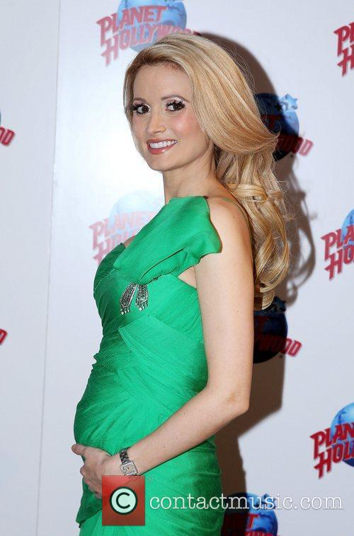 holly madison shows off her baby bump 4114178