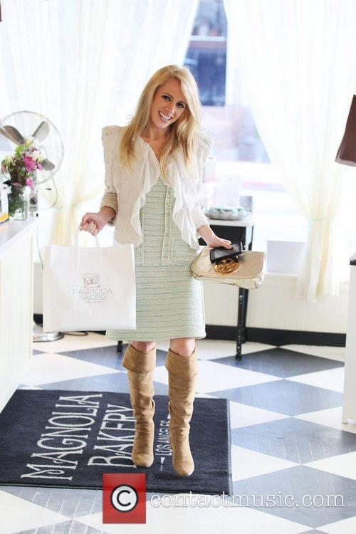 Jaimie Hilfiger visits Magnolia Bakery to buy some...