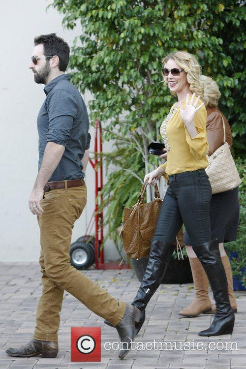Josh Kelley, Nancy Heigl and Katherine Heigl 4