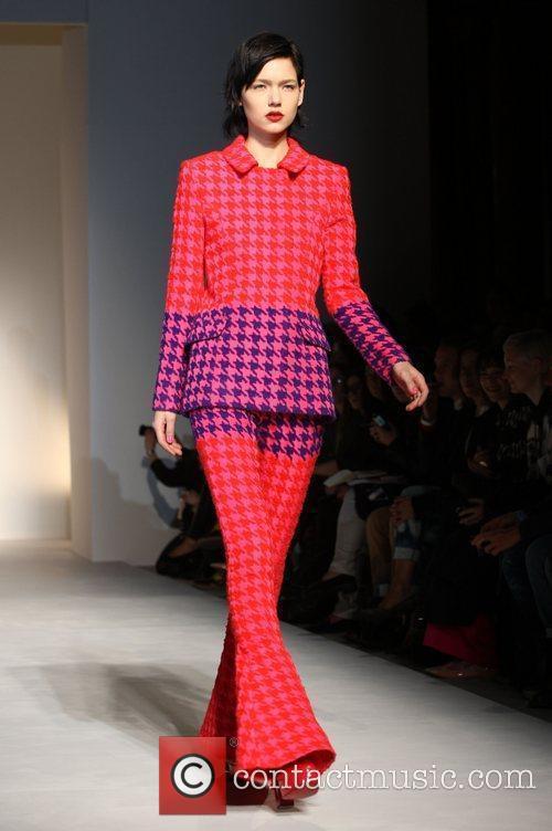 Model and London Fashion Week 5