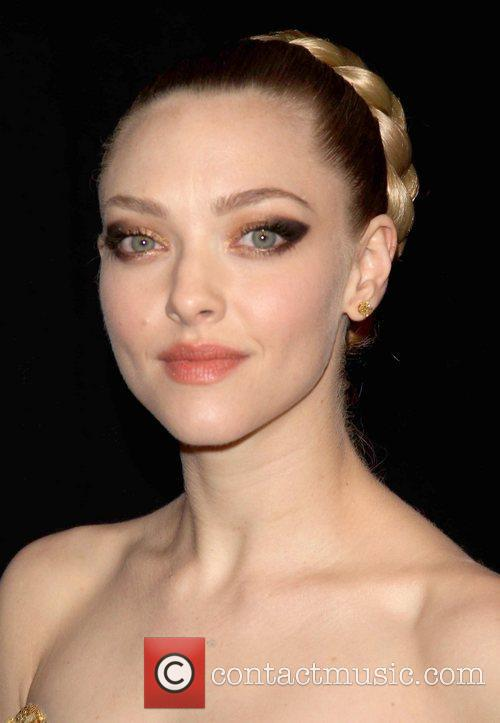 Amanda Seyfried and Ziegfeld Theatre 2