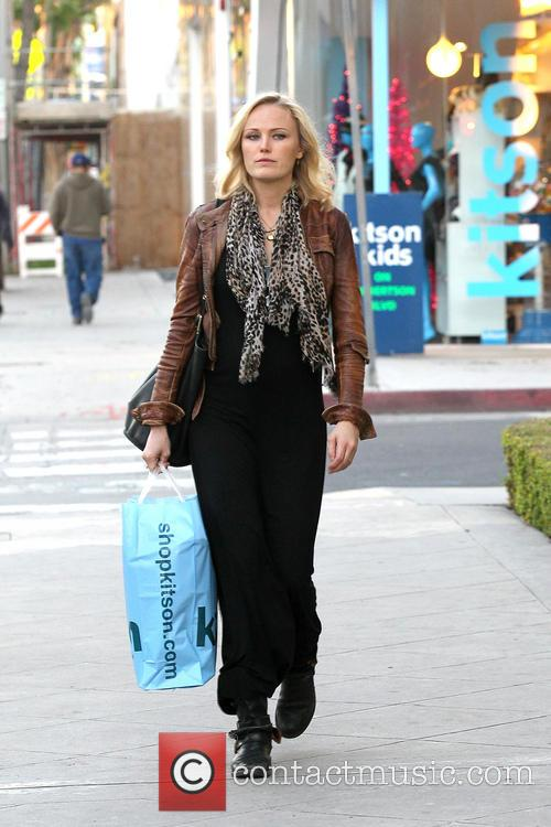 Malin Akerman Pregnant Malin Akerman shopping at Kitson...