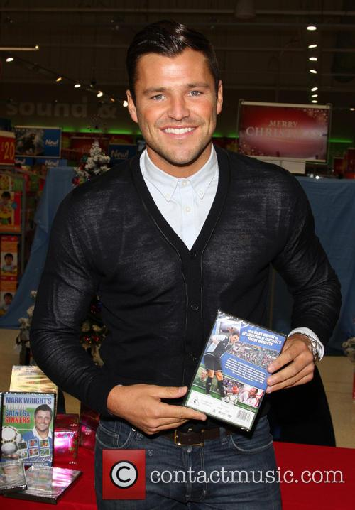 mark wright signs copies of his dvd 20025697