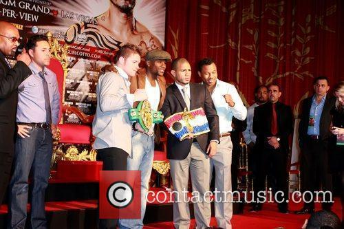 Floyd Mayweather Jr., Shane Mosley and Grauman's Chinese Theatre 2