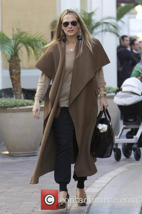 Molly Sims Molly Sims christmas shopping with family...