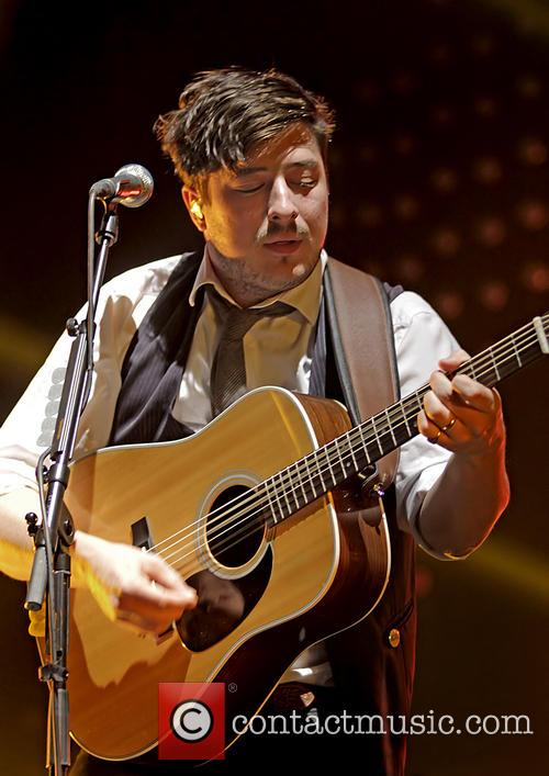 Mumford & Sons, Sons Performing and Manchester Arena 10