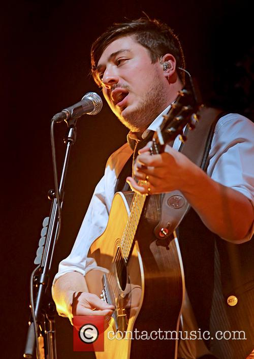Mumford & Sons, Sons Performing and Manchester Arena 9