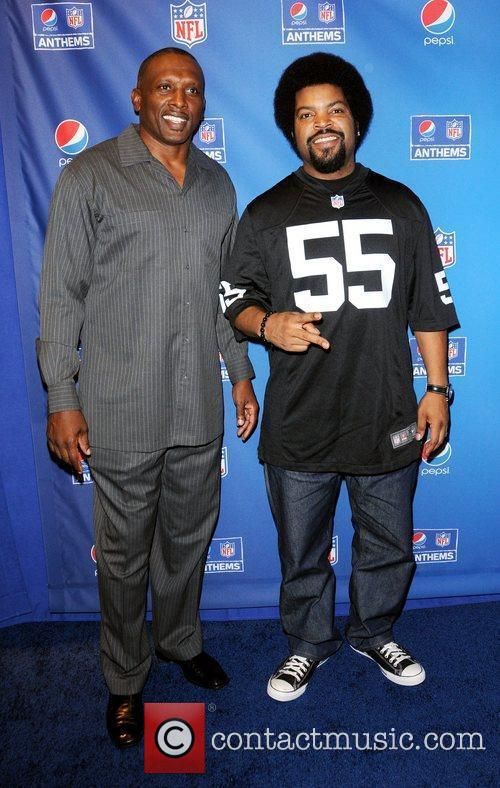 tim brown and ice cube celebrate the 4059171