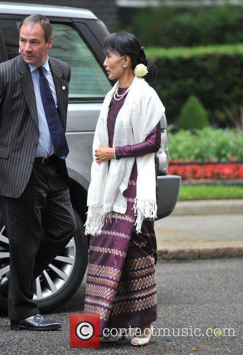 Burmese opposition politician Aung San Suu Kyi (R)...