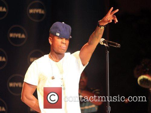 Performs at a Nivea event at the Grove