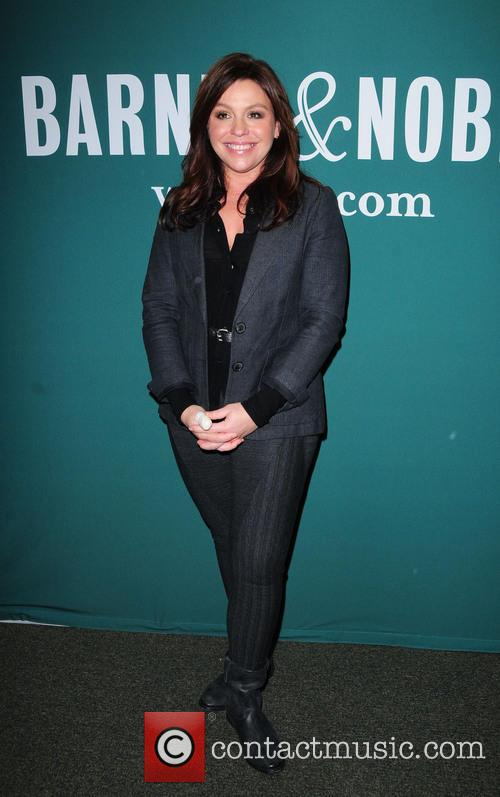 Rachael Ray signs copes of her new book...