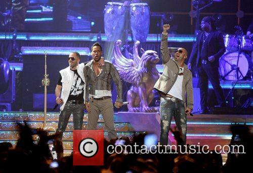 romeo santos and wisin y yandel performing 3748112