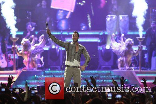 romeo santos performing live in concert at 3748108