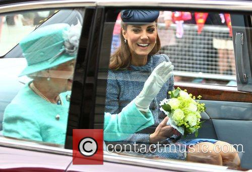 Queen Elizabeth Ii and Kate Middleton 4