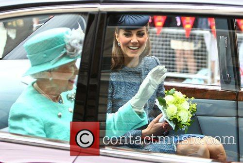 Queen Elizabeth Ii and Kate Middleton 5