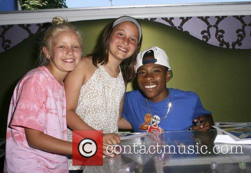 Carlon Jeffery and fans   Hollywood Teen...