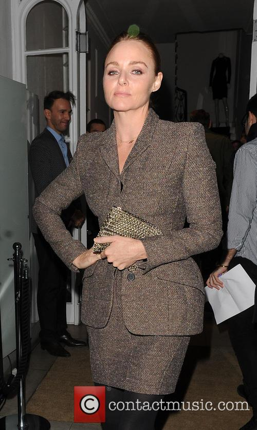stella mccartney arriving at her shop to 20023240