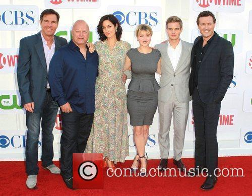 Dennis Quaid, Michael Chiklis, Carrie-Anne Moss, Sunny Mabrey,...