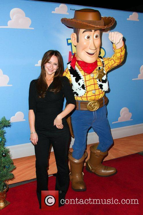 Jennifer Love Hewitt   Disney On Ice...