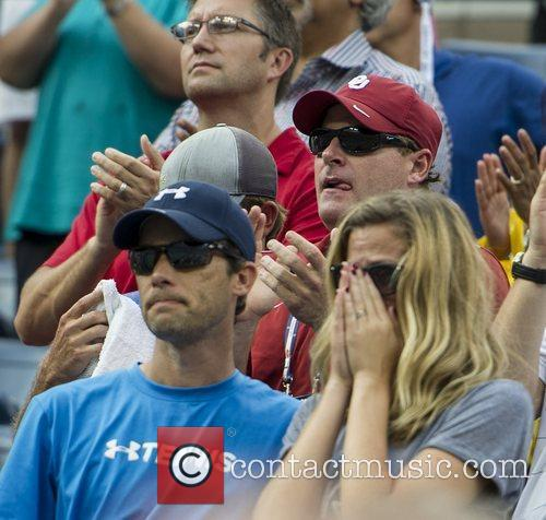 brooklyn decker watches andy roddick usa lose 4060372