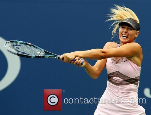 Maria Sharapova  struggles at 0-4 in the...