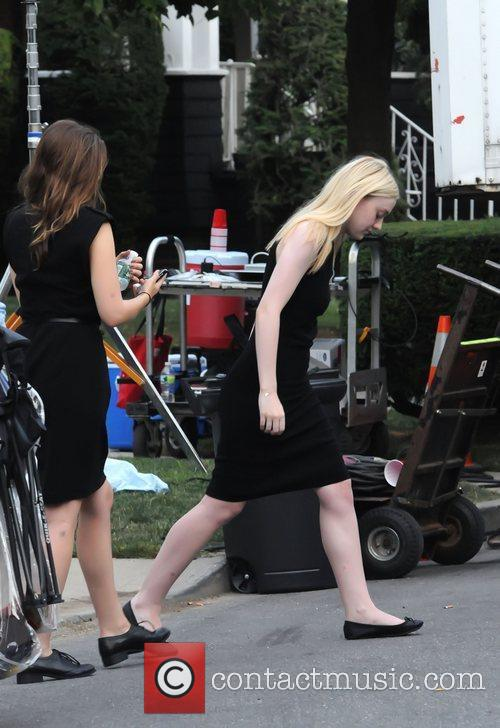 dakota fanning on the set of very 3980751