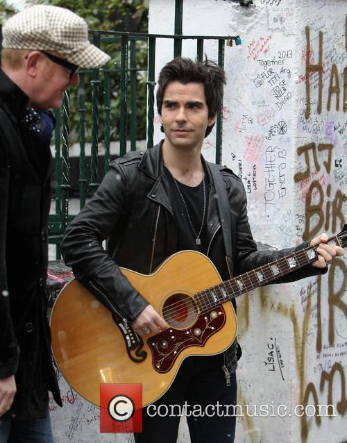 Chris Evans and Kelly Jones 1