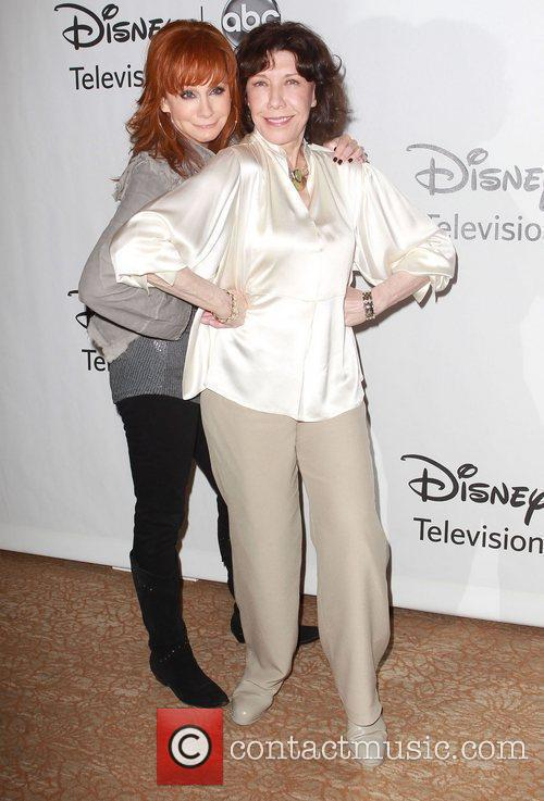 Reba Mcentire and Lily Tomlin 7