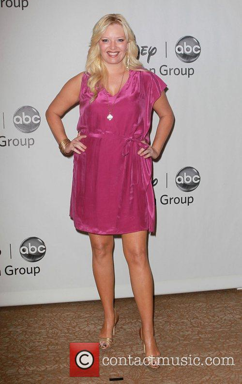 Melissa Peterman and Beverly Hilton Hotel 7