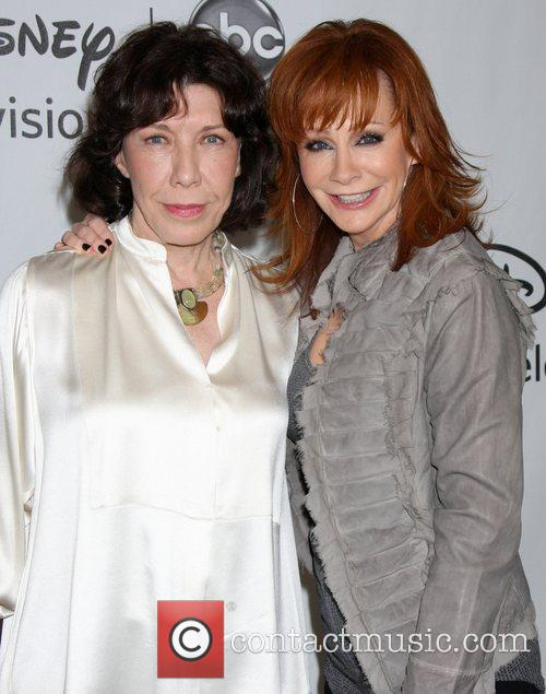 Lily Tomlin, Reba Mcentire and Beverly Hilton Hotel 2