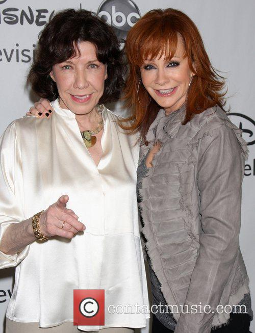 Lily Tomlin, Reba Mcentire and Beverly Hilton Hotel 7