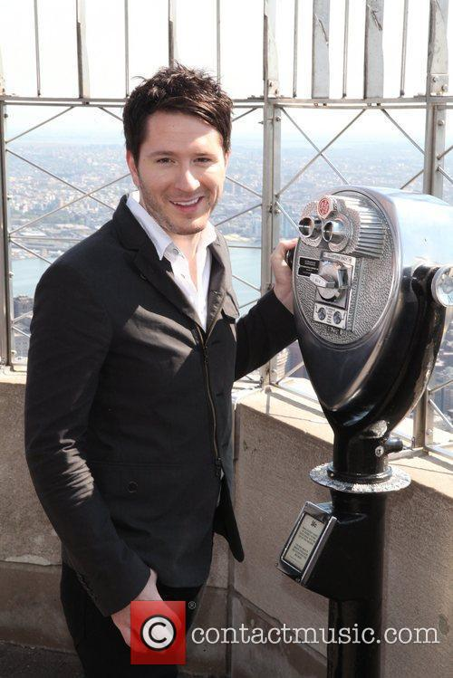 Tours the Empire State Building's 86th floor observatory