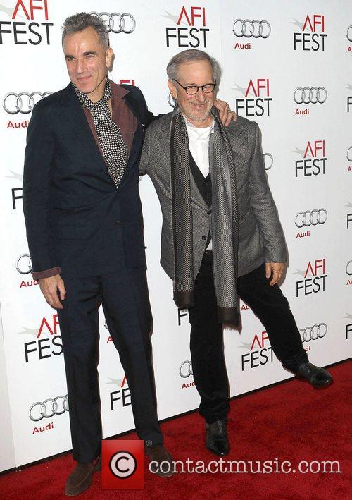 Steven Spielberg, Daniel Day-lewis and Grauman's Chinese Theatre 3