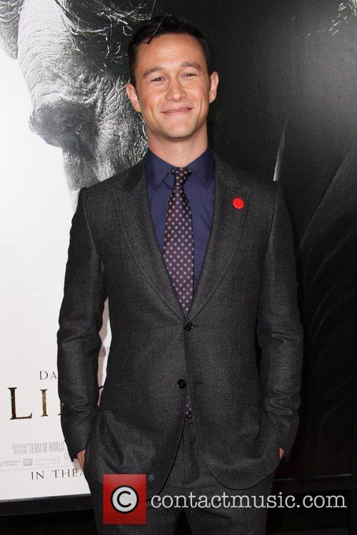 Joseph Gordon-levitt and Grauman's Chinese Theatre 1
