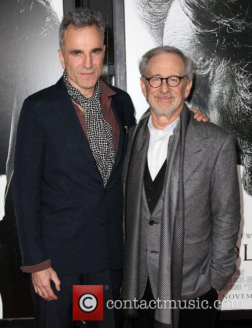 Steven Spielberg, Daniel Day-lewis and Grauman's Chinese Theatre 8