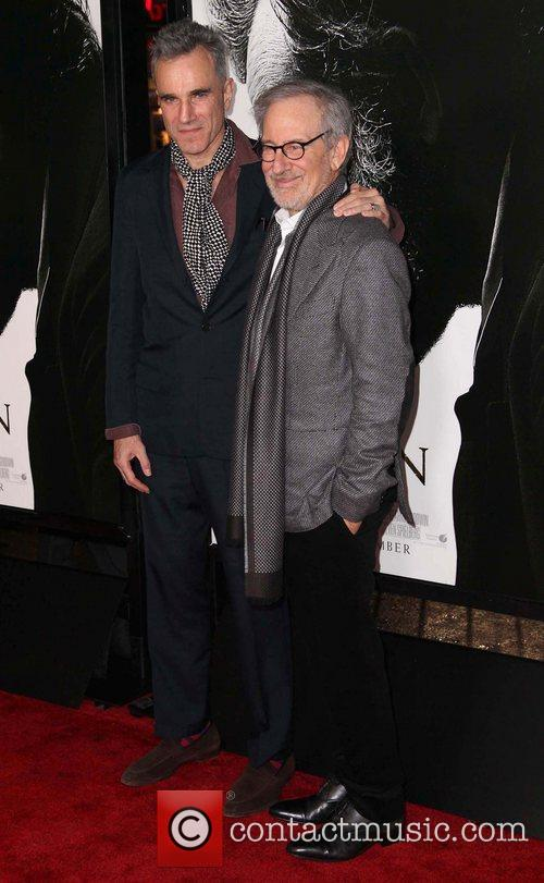 Steven Spielberg, Daniel Day-lewis and Grauman's Chinese Theatre 7