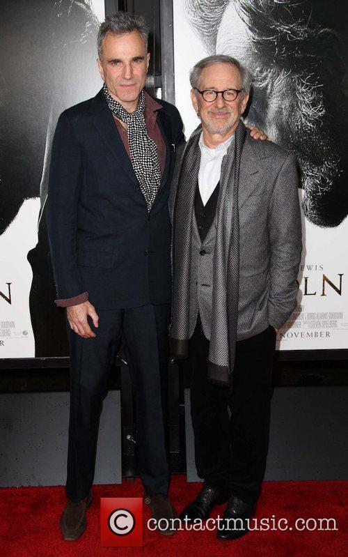 Steven Spielberg, Daniel Day-lewis and Grauman's Chinese Theatre 6