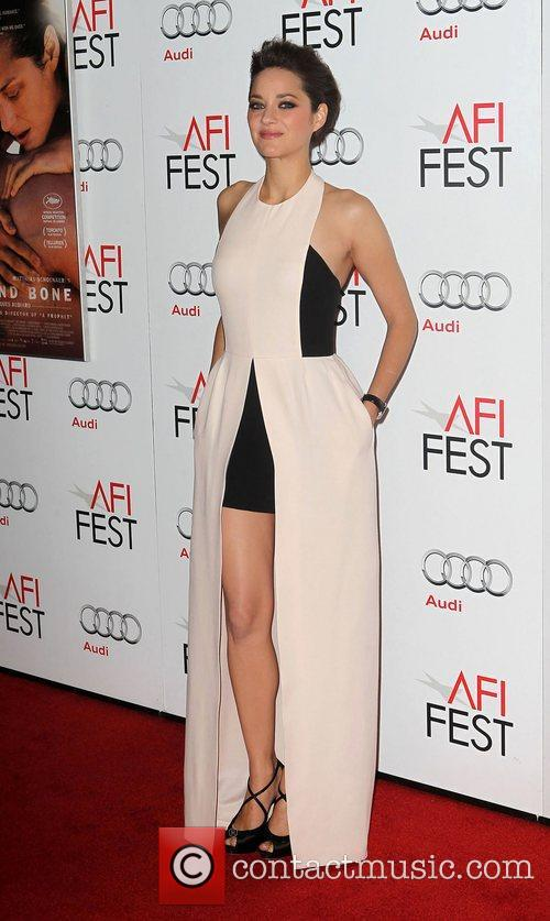 Marion Cotillard and Grauman's Chinese Theatre 7