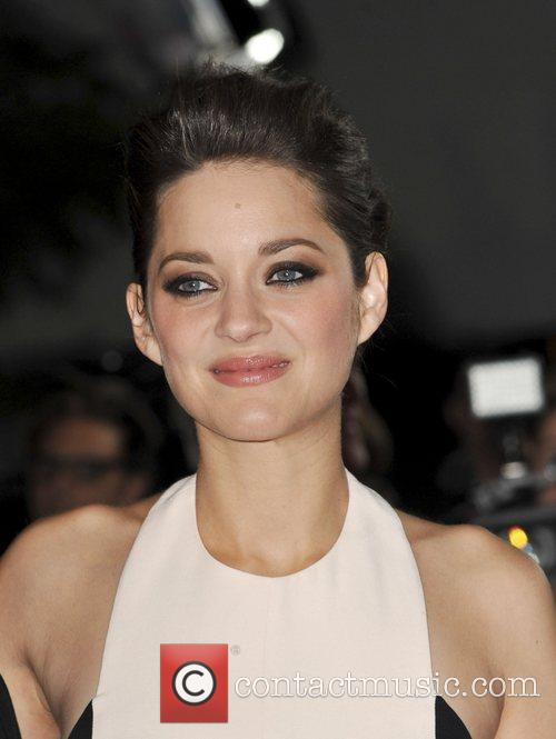 Marion Cotillard and Grauman's Chinese Theatre 4